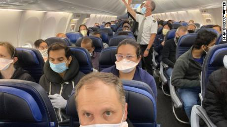 A viral photo of a busy United Airlines flight.