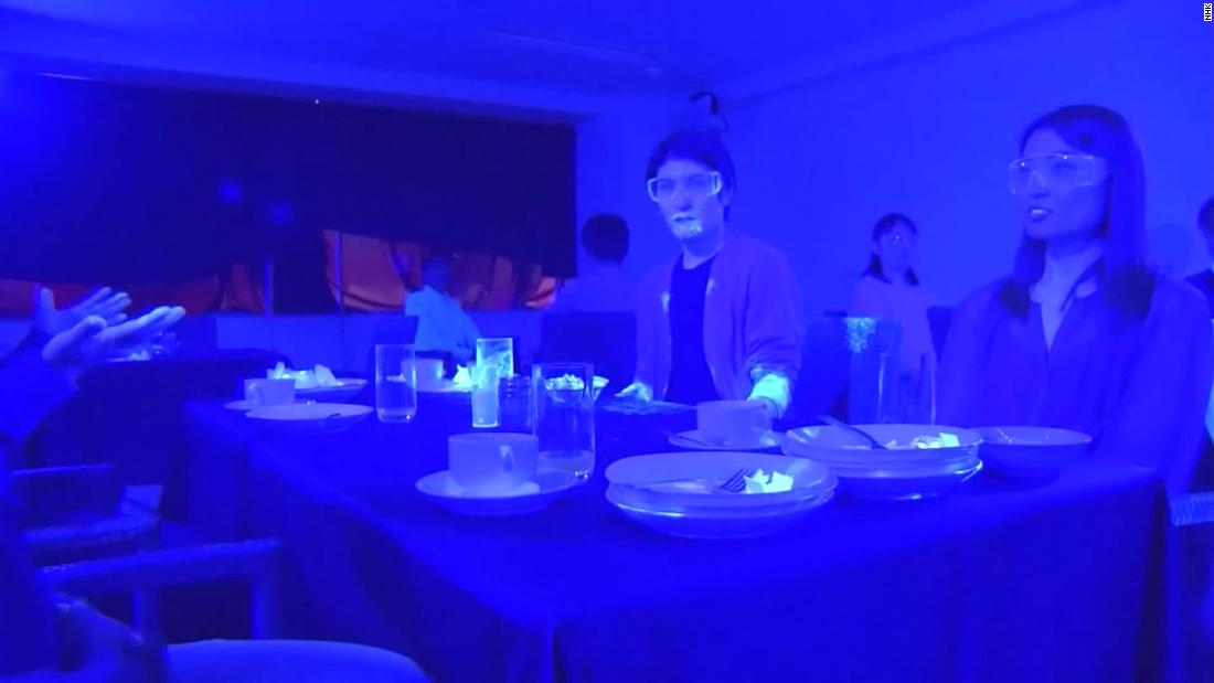 Black light experiment shows how quickly a virus spreads