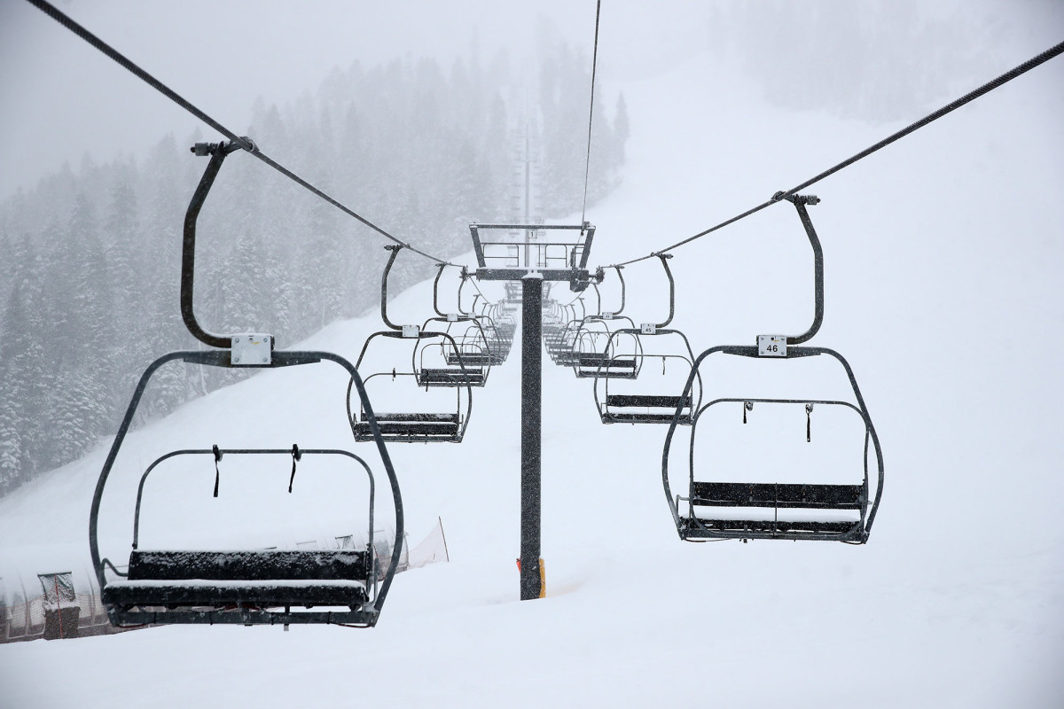 New Hampshire High School will raise ski graduates to the top of the mountain