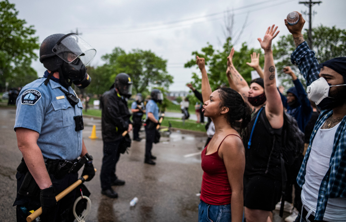 Minneapolis protesters trash, clash with police