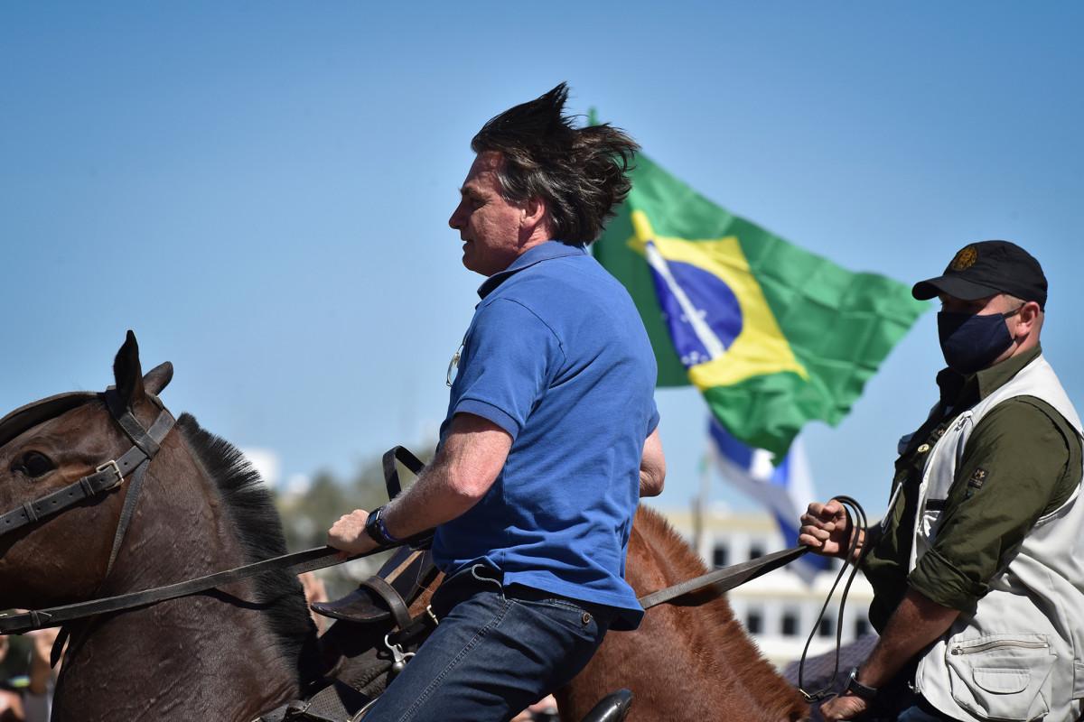 Bolzanaro joins a rally against Brazil's Supreme Court