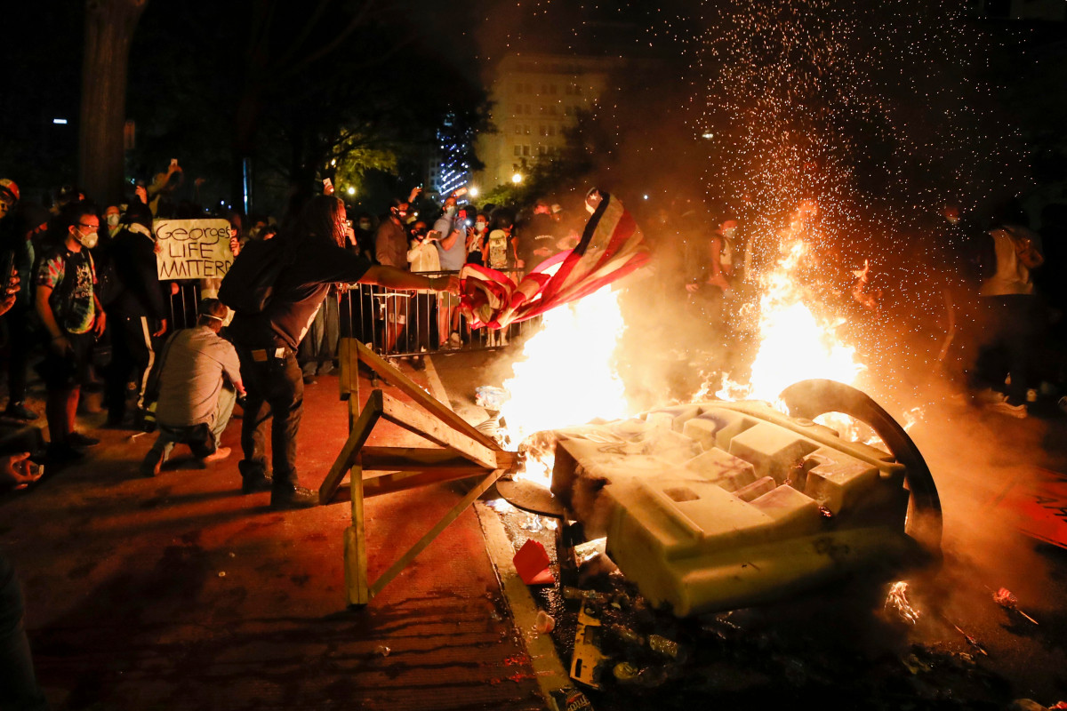 D.C. As the protests continue to rage, a number of fires erupted near the White House