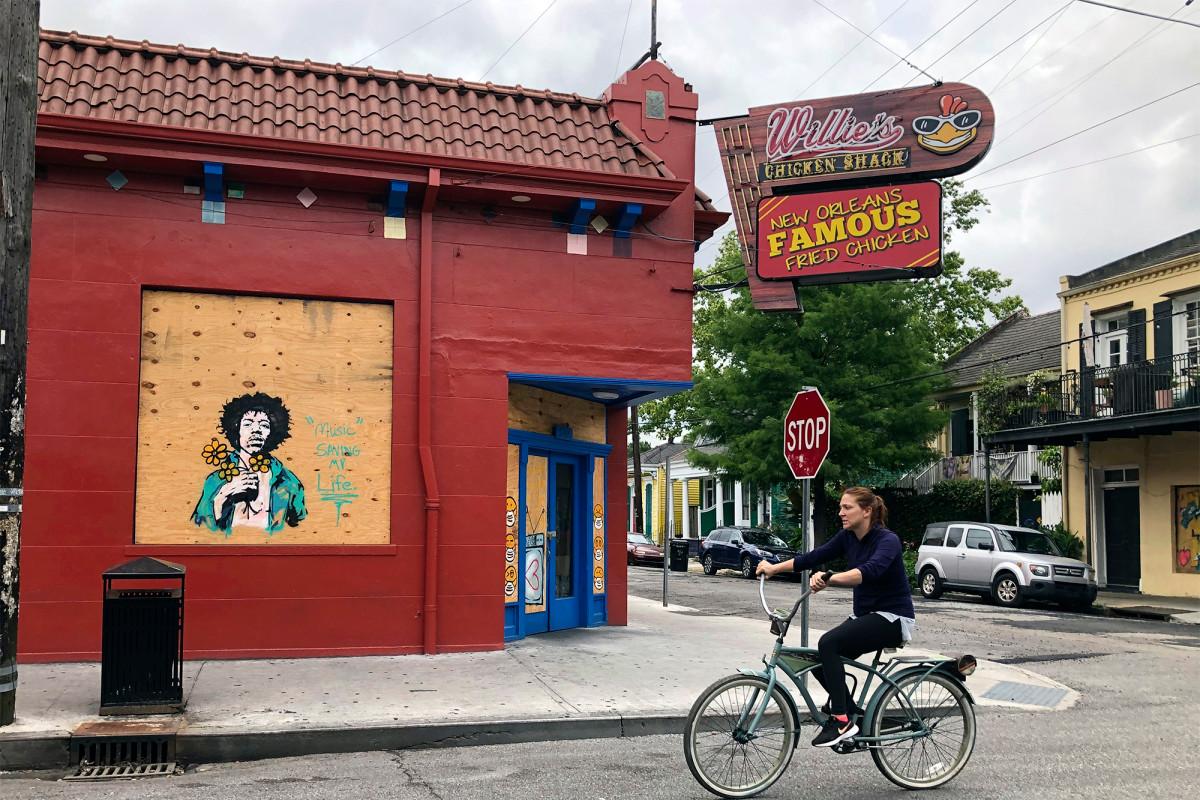 Eating service in New Orleans resumes as Corona virus locks ease
