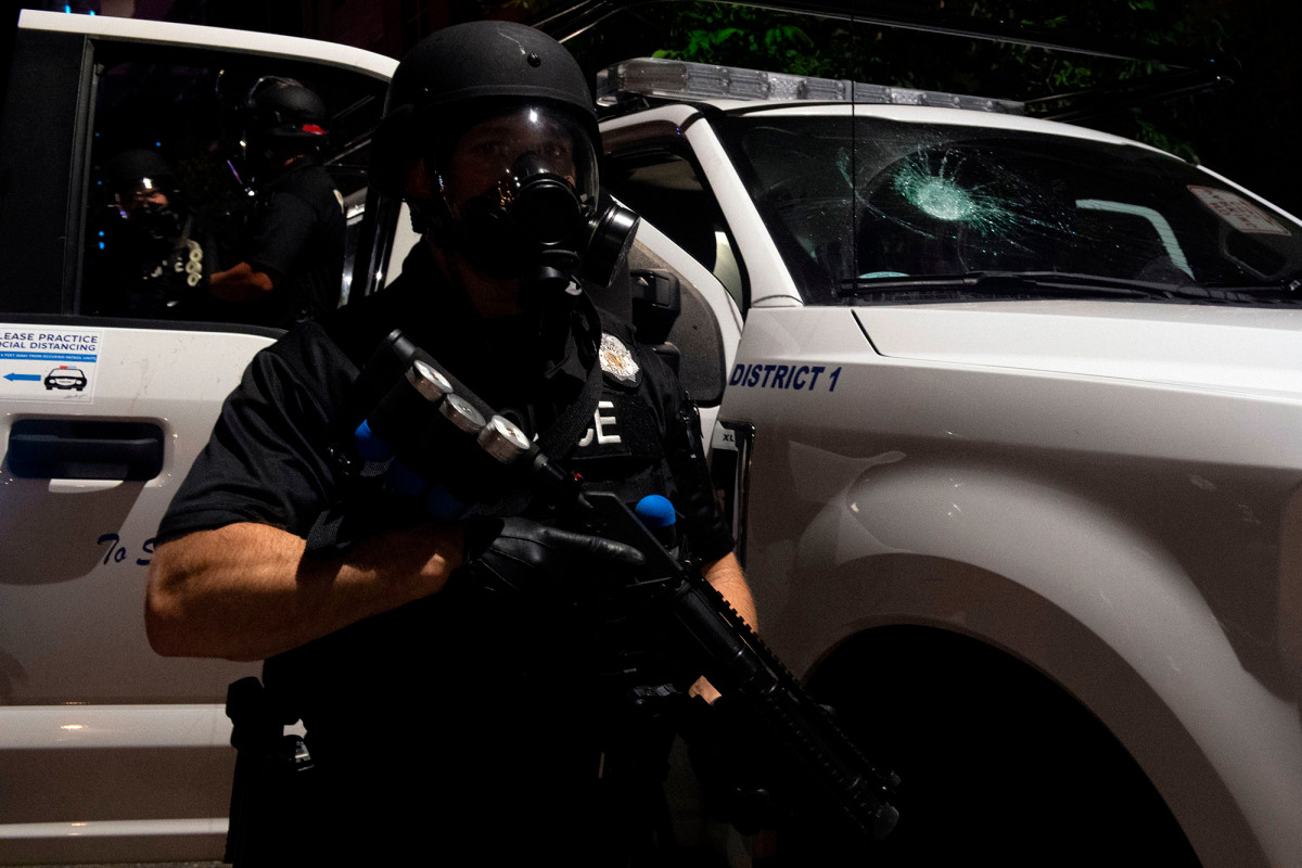 Denver police continued to block the sockholds between protests