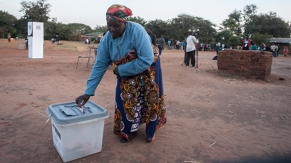 A woman casts her ballot at the Malembo polling station during the presidential elections in Lilongwe on June 23, 2020. - Malawians return to the polls on June 23, 2020 for the second time in just ove