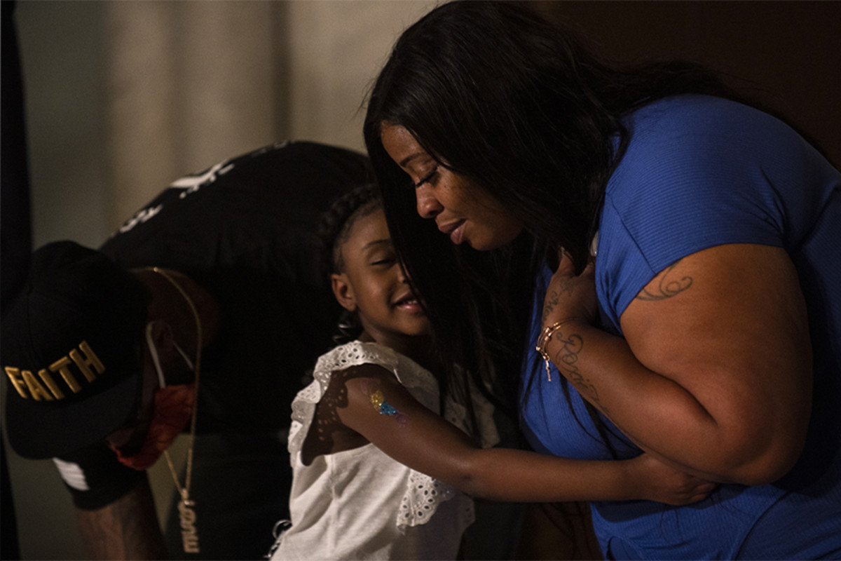 George Floyd's 6-year-old daughter appears next to her crying mother