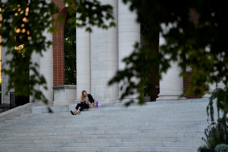 © Reuters. FILE PHOTO: Hannah Carlile, a masters student, relaxes on the steps of the Faye and Joe Wyatt Center for Education on the campus of Peabody College at Vanderbilt University