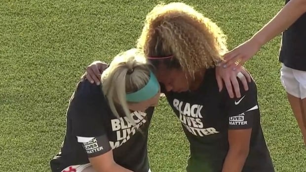 Red Stars teammates share emotional moment before loss at NWSL tourney