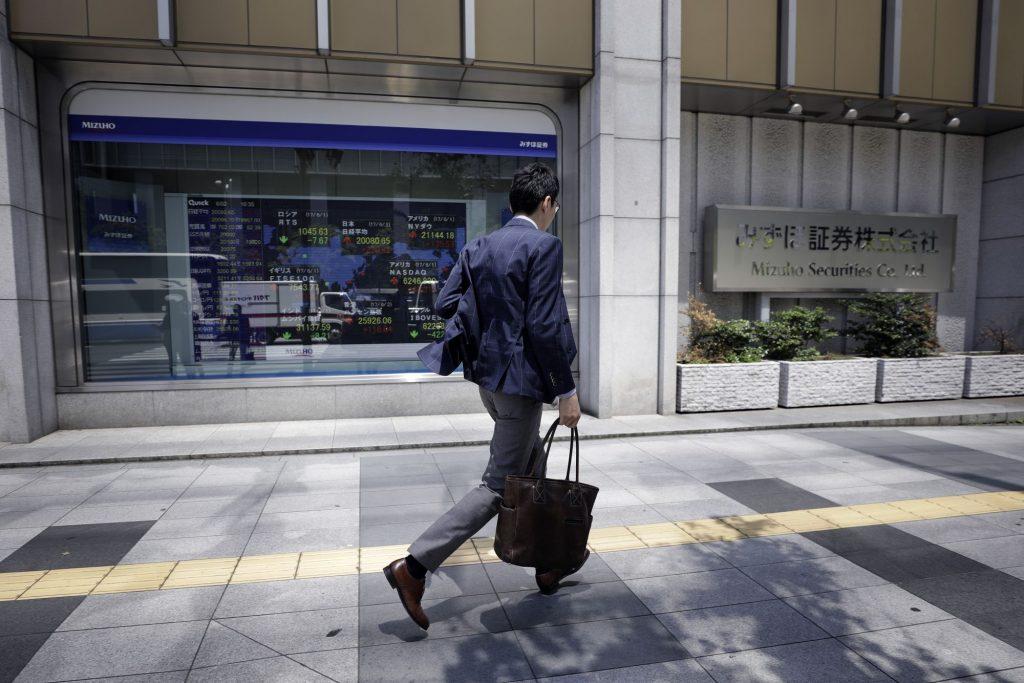 Stocks, U.S. Futures Slide as Virus Cases Rebound: Markets Wrap