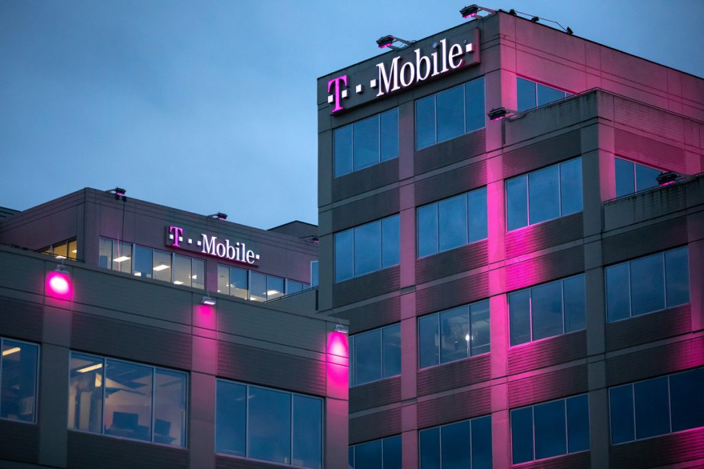 T-Mobile blames bum fiber-optic circuit for massive network outage
