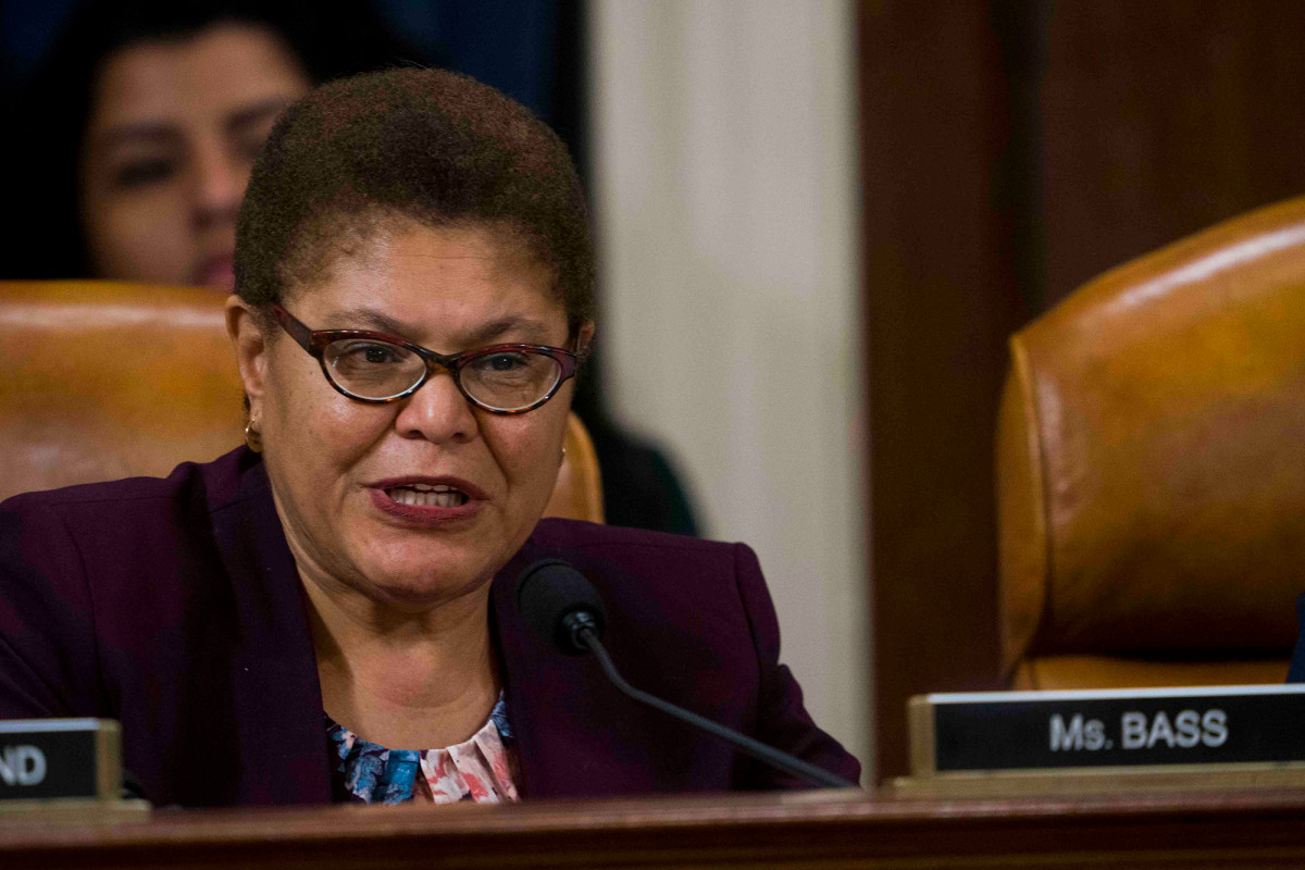Top Democratic leaders try to defuse calls for 'police repatriation'