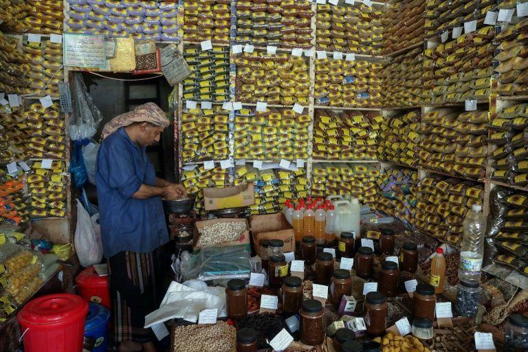 Yemenis turn to herbal remedies as fears mount over virus toll