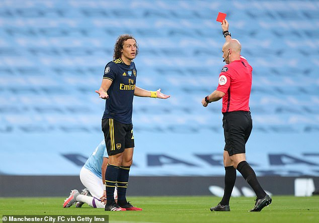 In the first match after the return from the covid-19 postponement, Luiz was sent off at City