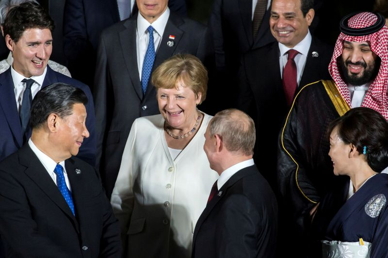 © Reuters. FILE PHOTO: G20 leaders summit in Osaka