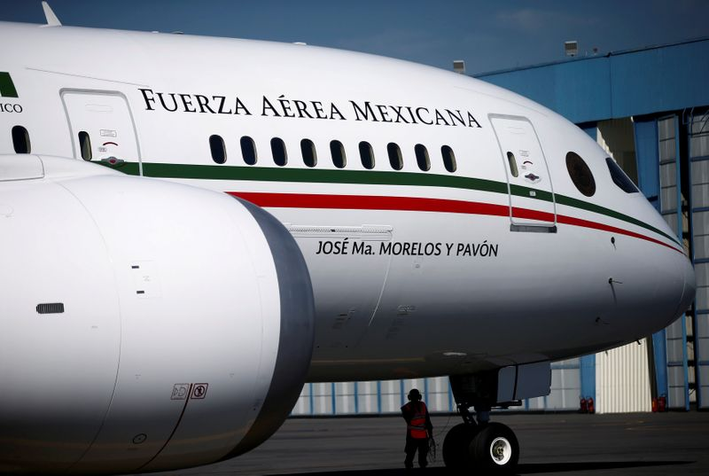 © Reuters. FILE PHOTO: Mexican Air Force Presidential Boeing 787-8 Dreamliner is pictured at a hangar before being put up for sale by Mexico's new President Andres Manuel Lopez Obrador, at Benito Juarez International Airport in Mexico City