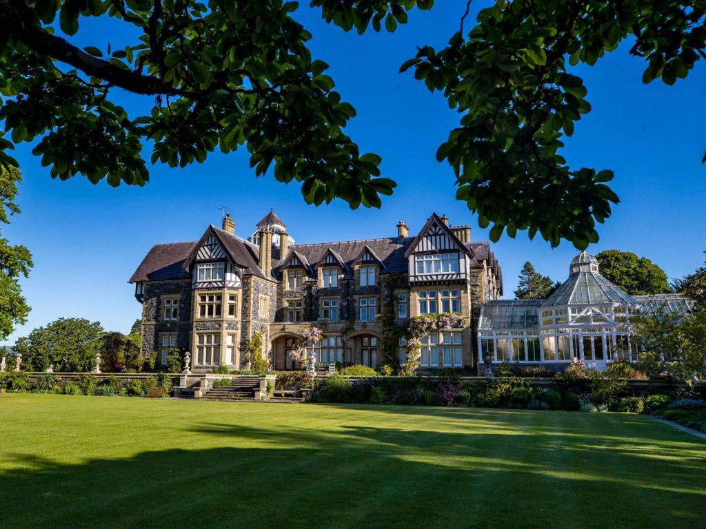 National Trust to make 1,200 staff redundant