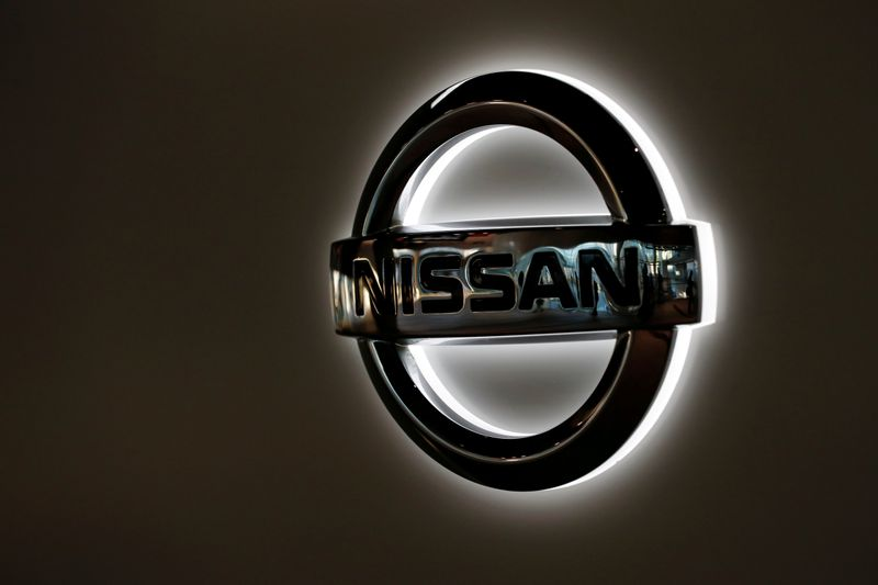 © Reuters. FILE PHOTO: Nissan Motor's logo is pictured at its headquarters in Yokohama