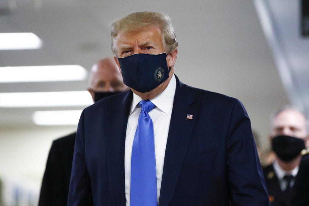 Trump wears coronavirus mask during public visit to Walter Reed military hospital