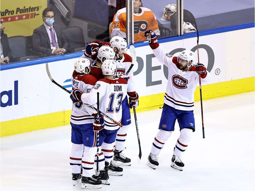 TORONTO, ONTARIO - AUGUST 14: Jesperi Kotkaniemi #15 of the Montreal Canadiens celebrates with his teammates after scoring a goal on Brian Elliott #37 of the Philadelphia Flyers during the third period in Game Two of the Eastern Conference First Round during the 2020 NHL Stanley Cup Playoffs at Scotiabank Arena on August 14, 2020 in Toronto, Ontario, Canada. (Photo by Elsa/Getty Images) ORG XMIT: 775544553
