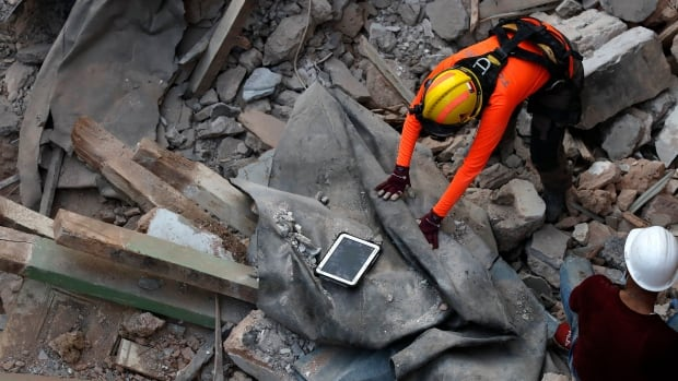 After detecting the heartbeat, the Beirut search team resumes the wreckage attempt