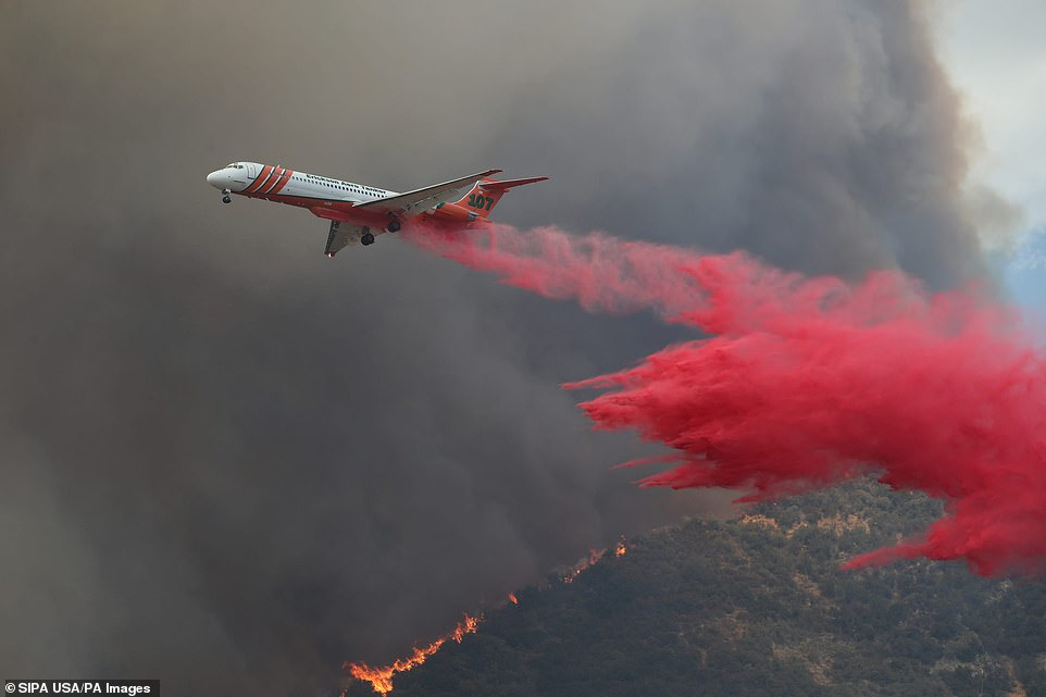 Firefighting aircraft specially designed to absorb sparks with fire retardants