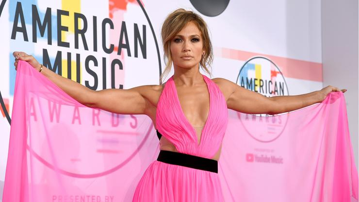 Jennifer Lopez shines in a bikini when she catches up on the last days of summer