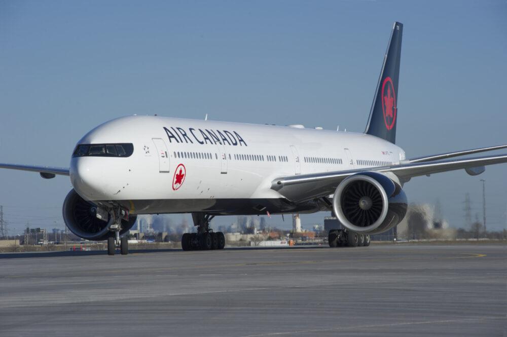 AC 777-300ER