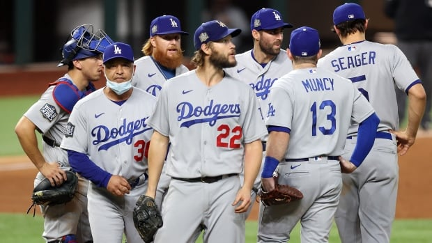 Kershaw shines against the race to put the Dodgers back on the brink of World Series glory