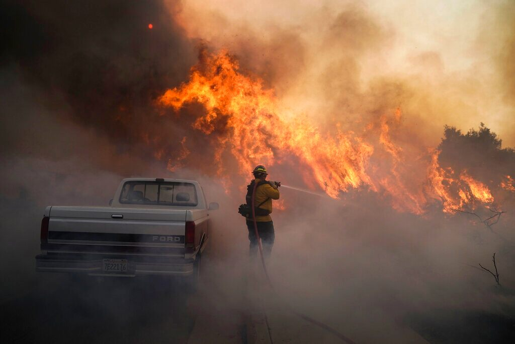 2 firefighters 'seriously injured' in wildfires in Orange County: report