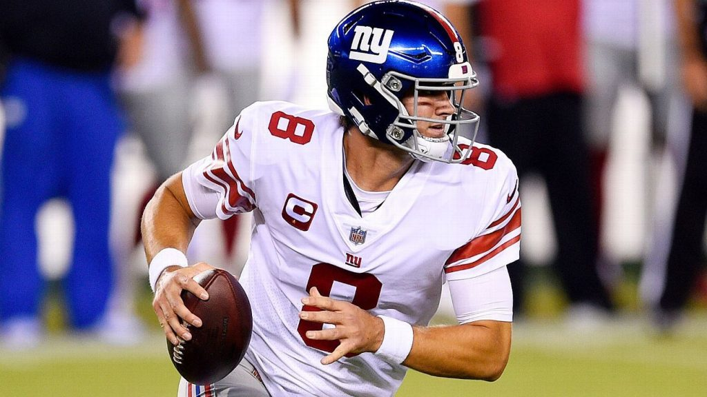 Daniel Jones drops 39 yards to Golden Tate to keep the Giants on the scoreboard