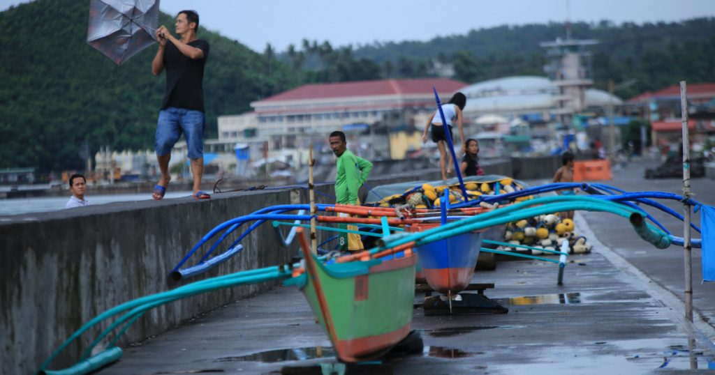 Philippines: Typhoon Molaw displaces thousands, floods villages    Philippines
