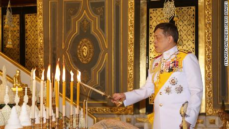 King Waziralongkorn of Thailand lights candles during a Buddhist ceremony on October 10, 2020 at Wat Ratchabofit, Bangkok, during the 2020 Kathina Festival.