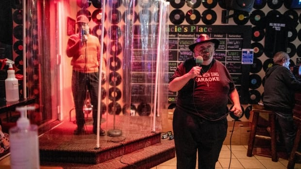The Hamilton Concert Bar allows customers to sing in the shower during an epidemic