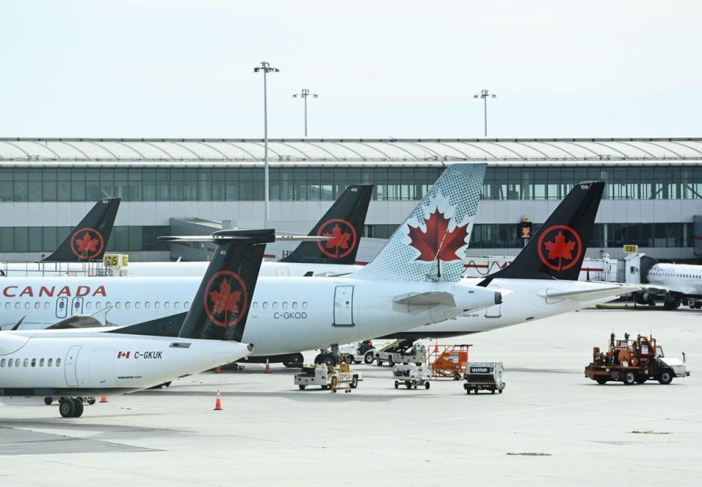 WestJet, Air Canada Fight flight return on Twitter