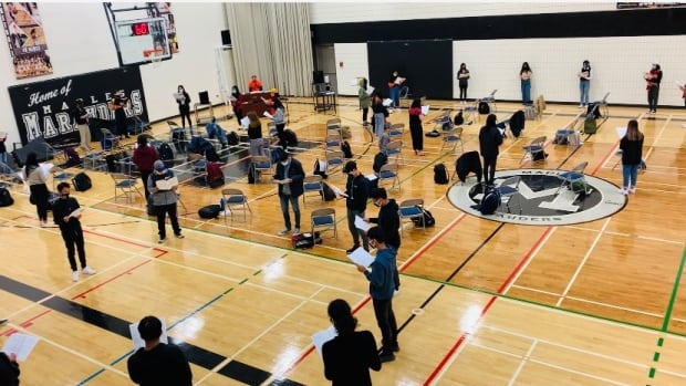 Winnipeg students devastated after COVID sanctions silence school choirs