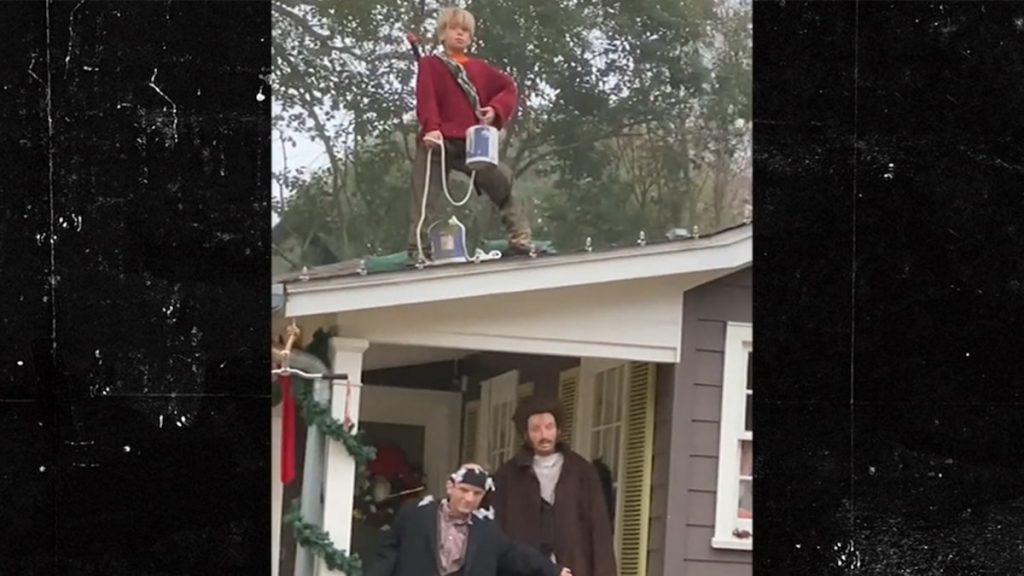 'Home Alone' Dead Ringer for Home Decorations Movie Scenes