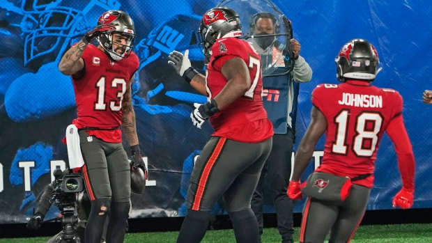 Strong second half, two-point stop helps Tampa Bay Buccaneers stop New York Giants