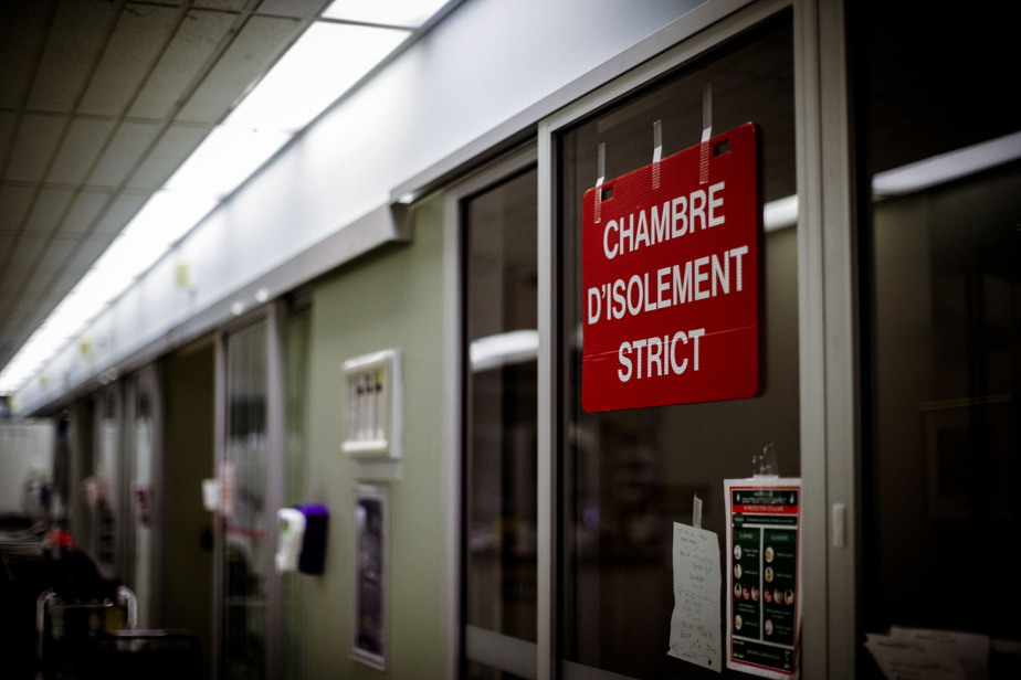 Study    COVID-19 patients stay in the hospital longer