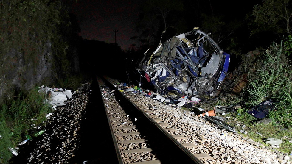 Bus crashes off bridge in Brazil to train lower tracks, at least 17 killed (video) - Art World News
