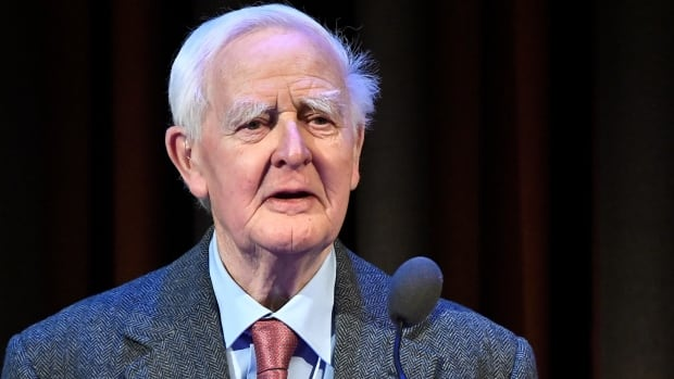John Le Carey, the novelist who described the Cold War movement, dies at the age of 89.