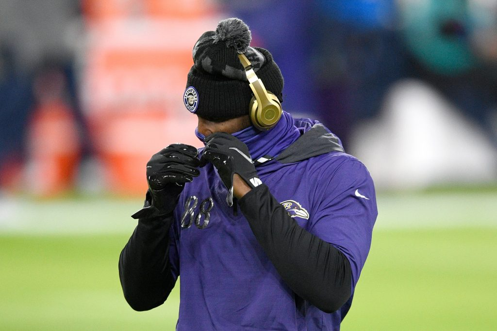 Ravens des Bryant scratches, launches Twitter rant for Cowboys game after positive COVID-19 test