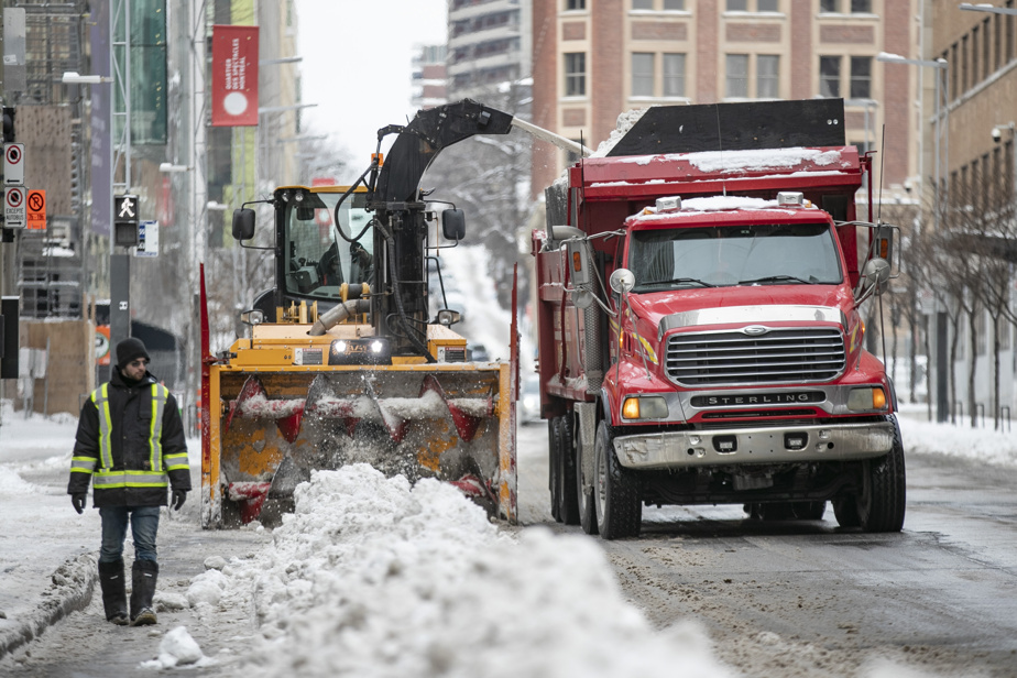 A third of the snow loading operation in Montreal has been completed