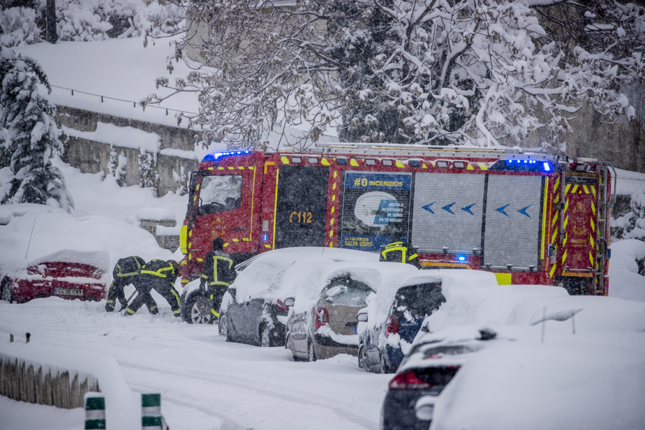 Spain    The blizzard creates chaos, with three dead