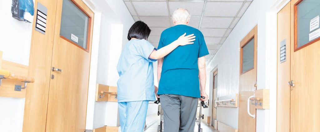 Be more careful than nursing homes, Quebeckers say