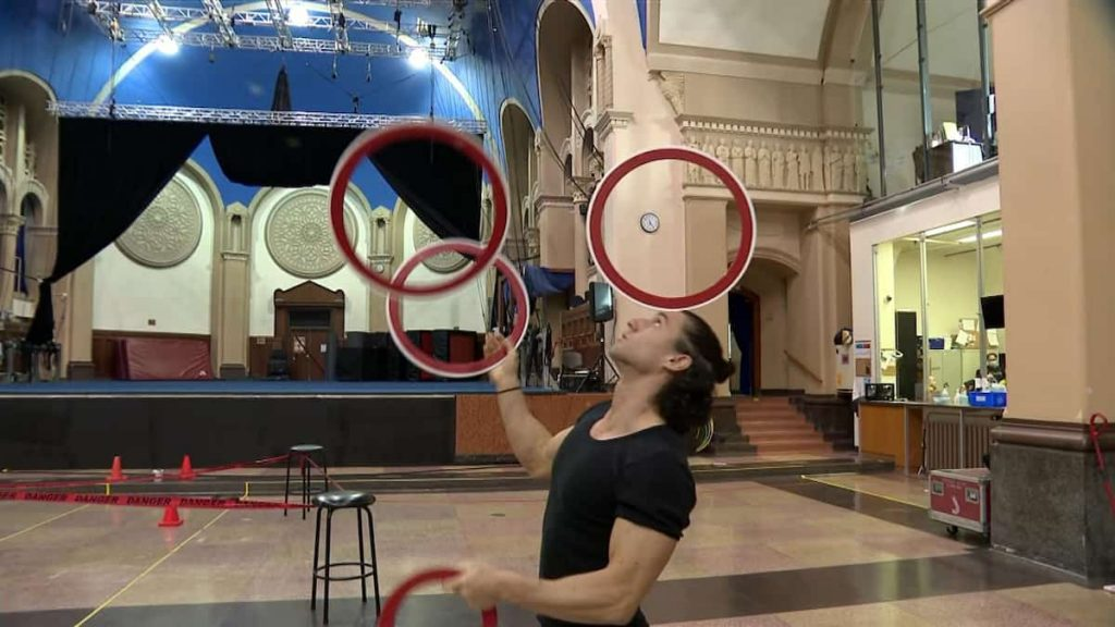 Forced break for circus performers