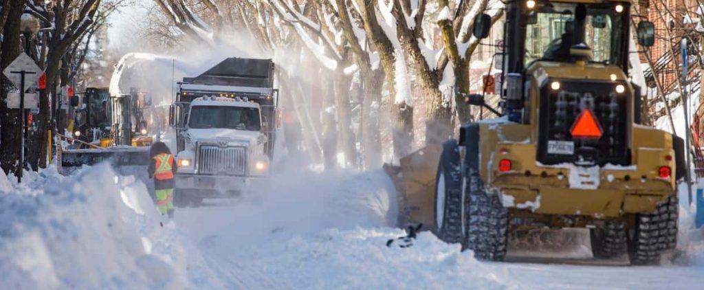 Montreal began snow loading operation Sunday morning