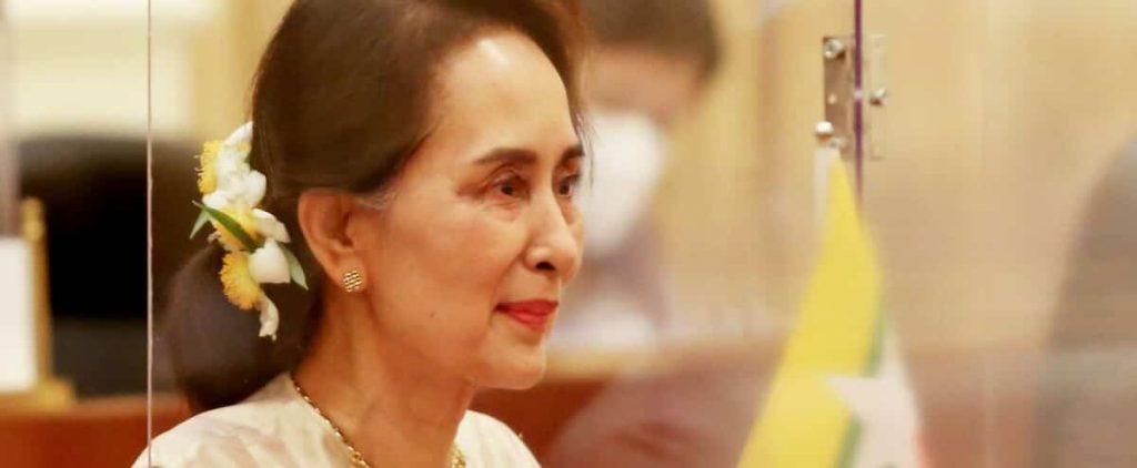 Rebellion in Burma, Aung San Suu Kyi arrested