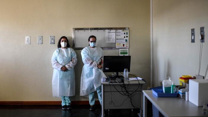 Deux infirmières au Portugal. Cette illustration n