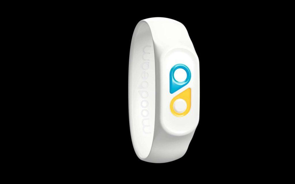 Ce petit bracelet peut aussi être utilisé en famille avec des enfants ou des personnes âgées. © Moodbeam