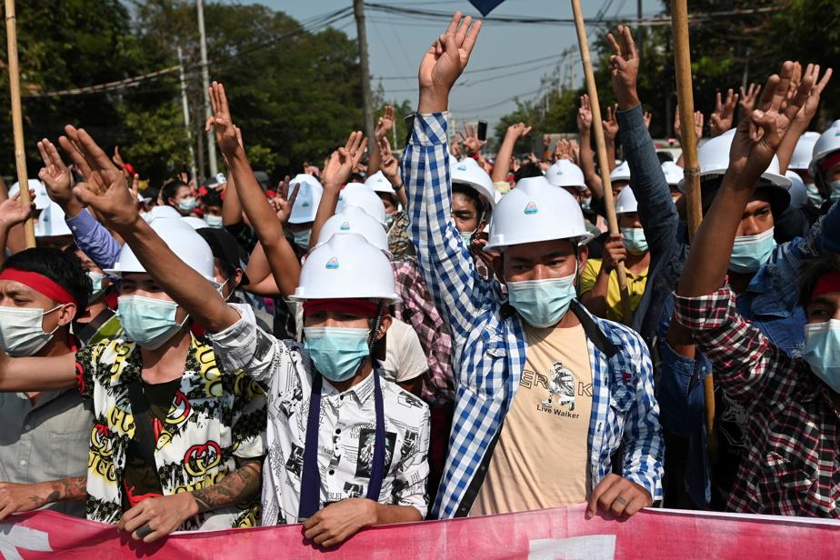 "Burma    Protesters condemned ""military dictatorship"""